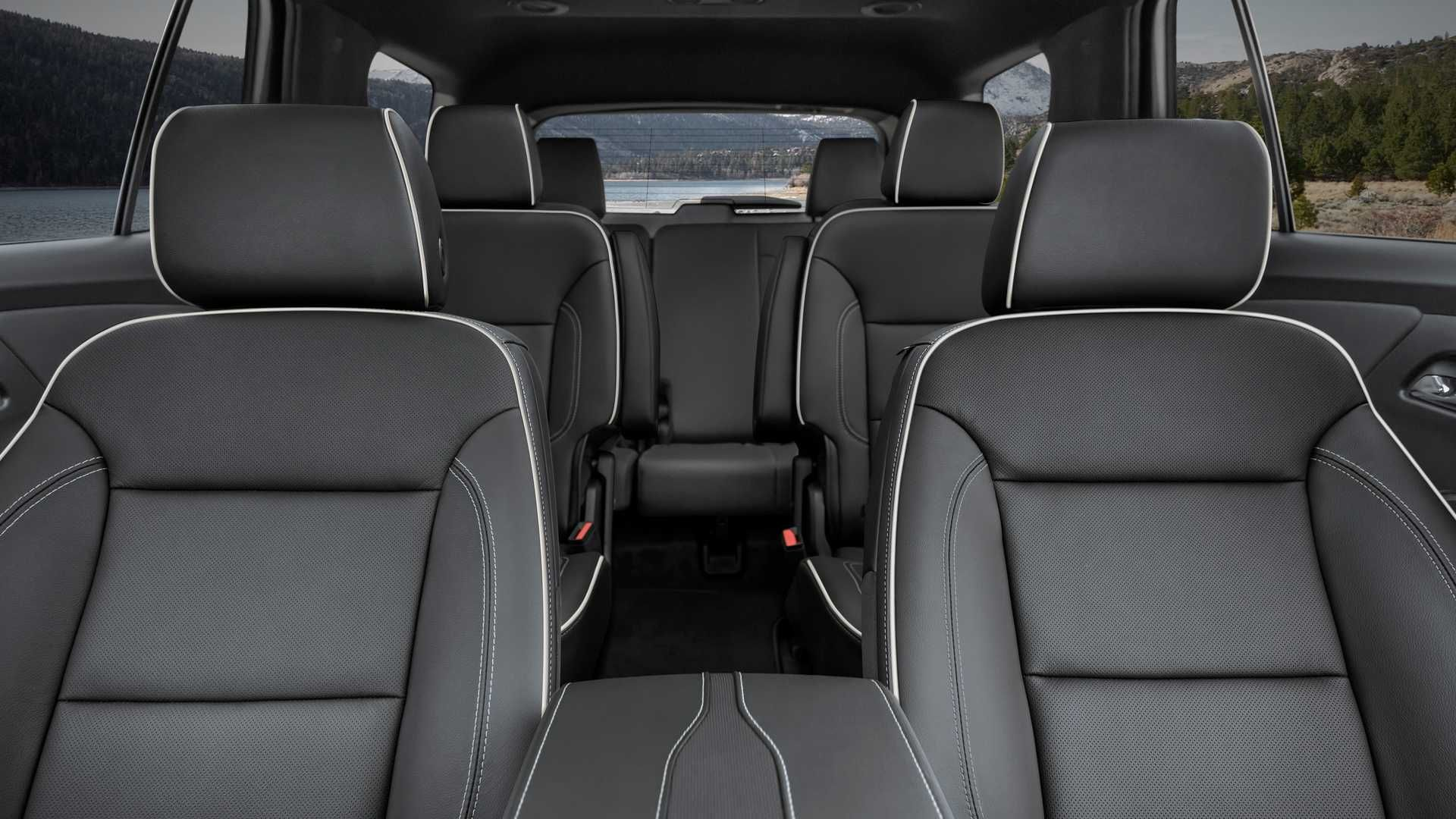 Chevrolet Traverse Adds Safety Gear Style And Cabin