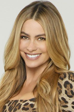Modern Family Sofia Vergara As Gloria Delgado Pritchett Modern Family Sofia Vergara Beautiful Blonde Sofia V