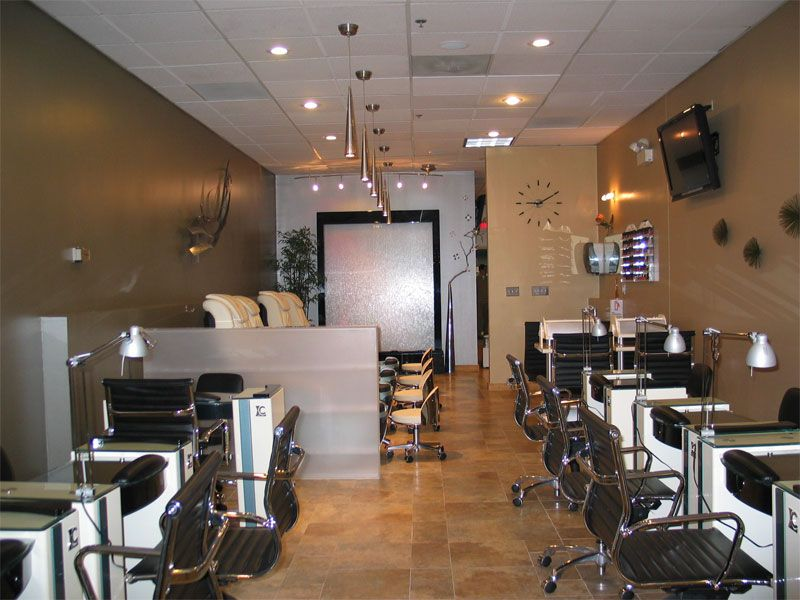 Nail salon interior design for Decoration salon simple