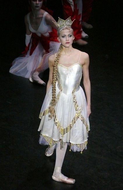 Happy Birthday to Mariinsky's Alina Somova! Here as Queen