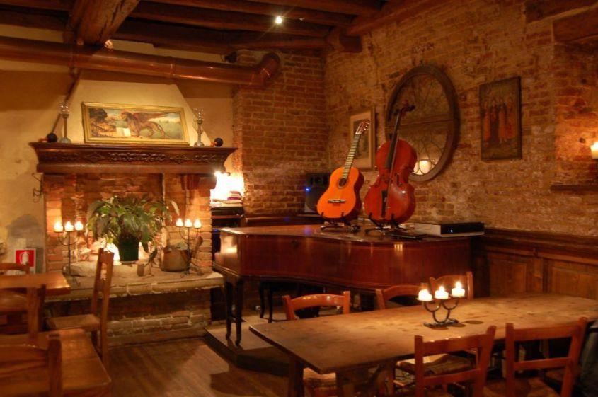 Soffitto basso come illuminarlo e i colori da utilizzare for Interni di case rustiche