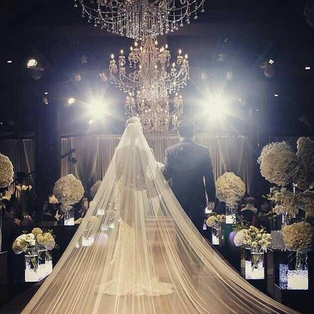 Luxury Wedding Reception With A Perfect And Awesome: Grand & Luxurious Wedding Entrance For A Glamorous