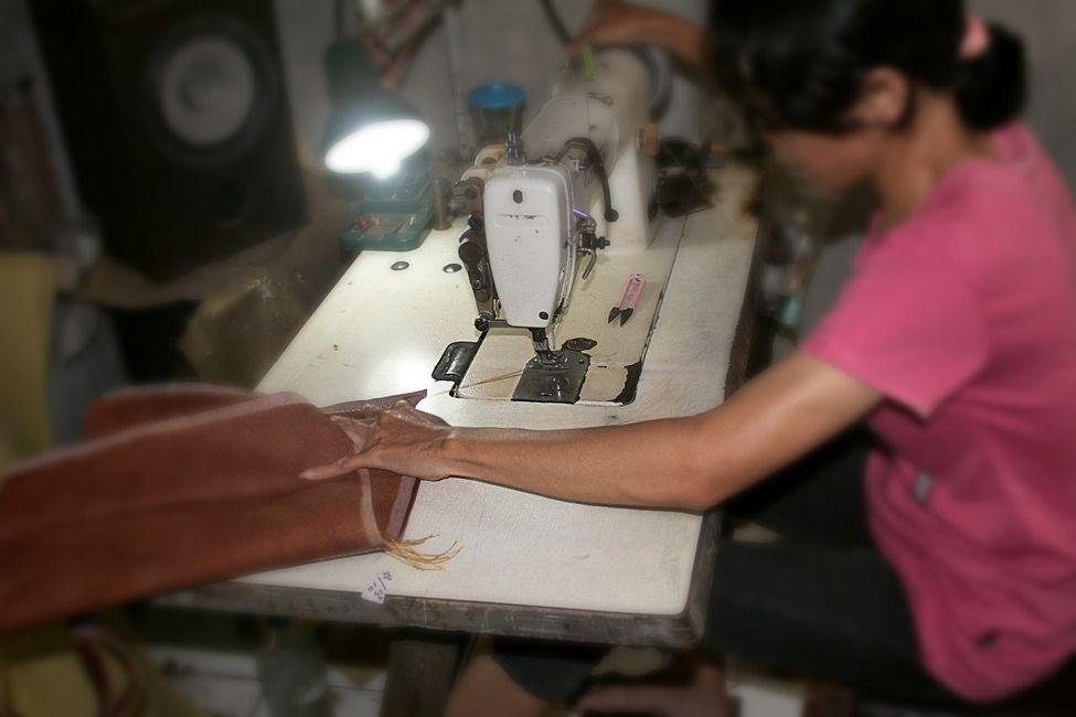 Manggar Natural in Production material rattan combination cow leather. #shoulderbag #rattanbag #handbag #uniquebag #tasrotan #tasanyamrotan #madeinindonesia #handmade #totebag by manggarnatural