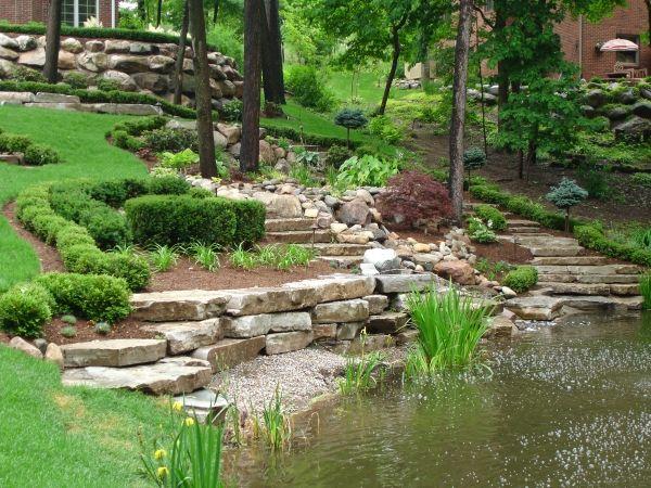 Garten mit teich-anlegen tipps stützmauer gartentreppen-selbst - terrassen bau tipps tricks