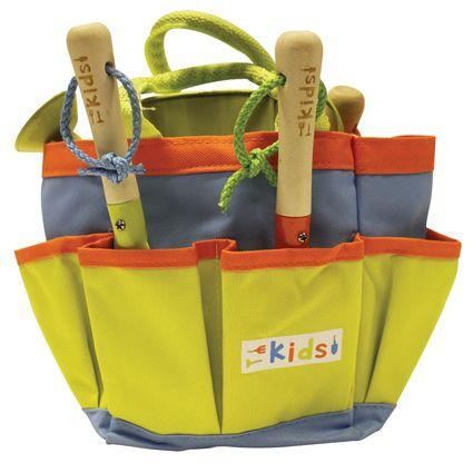 Gereedschapstas speciaal voor kinderen. In leuke felle vrolijke kleuren. Inclusief metalen hark, vork en schep (houten handvat) en een metalen gieter.