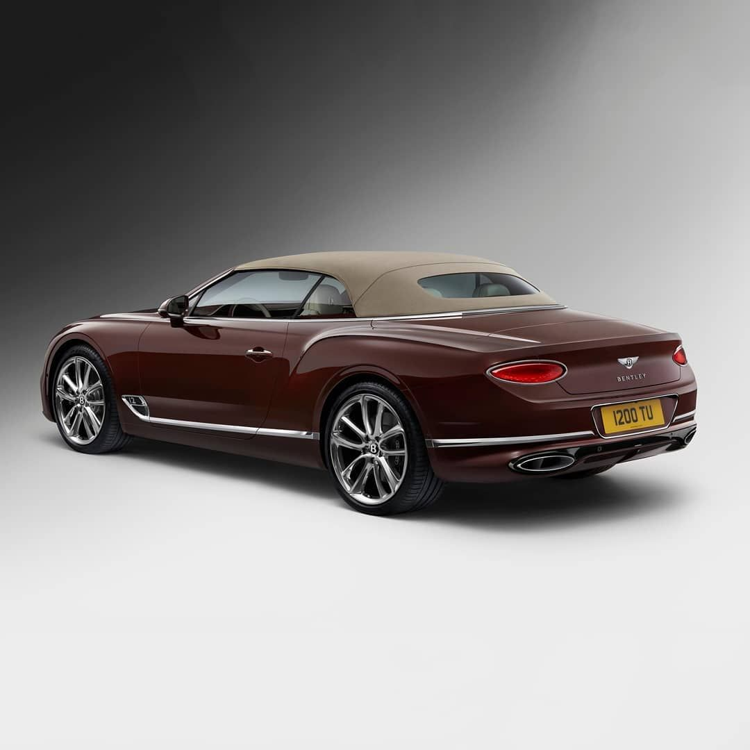 The New Continental Gt Convertible Has A Streamlined Roof Design That Delights The Eye Exterior Paint Cricket Ball Configure Through
