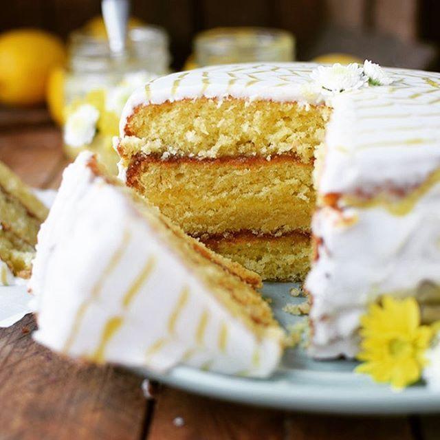 Na Jetzt So Ein Stuckchen Lemon Curd Kuchen Lemoncake Zitronenkuchen Lemon Lemoncurd Kuchen Lecker Backen Fruchtiger Kuchen Torte Ohne Backen