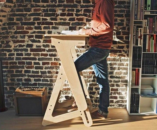 Improve productivity while you work by swapping your old desk out for this height adjustable standing desk. Crafted from high quality plywood, this sturdy desk is available in three distinct sizes and can be manually adjusted to fit anyone from a child to an adult.