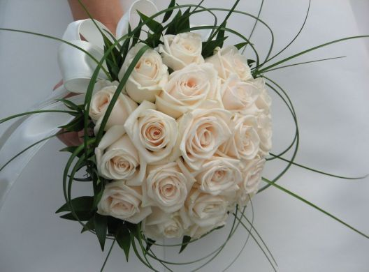 bouquet of white roses #wedding