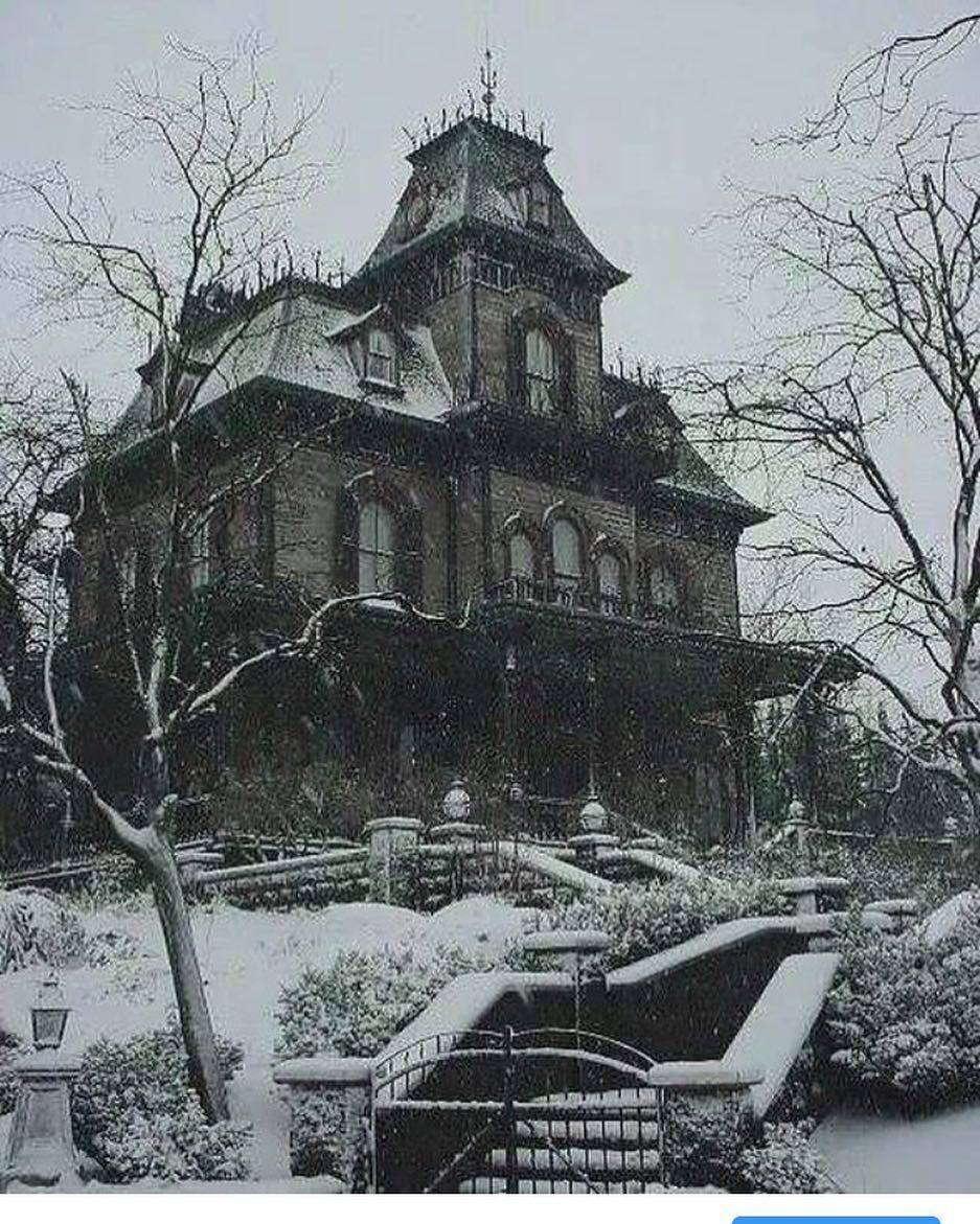 Would You Live Here Phantom Manor Disneyland Paris Abandoned Houses Gothic House Creepy Houses