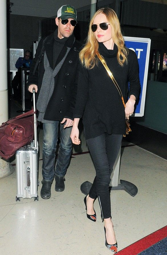 54696b5edff5 Kate Bosworth keeps it simple in a black turtleneck, black jeans and a  cross-body bag.