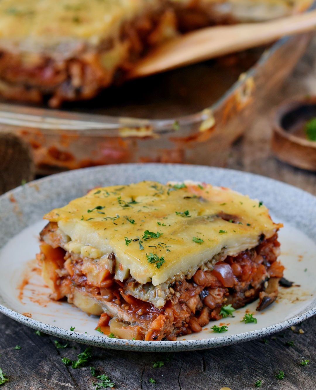 Vegan Moussaka With Lentils And Eggplant This Popular Greek Dish Can Be Easily Made Without Meat A Vegan Moussaka Vegetarian Cooking Vegan Recipes Plant Based