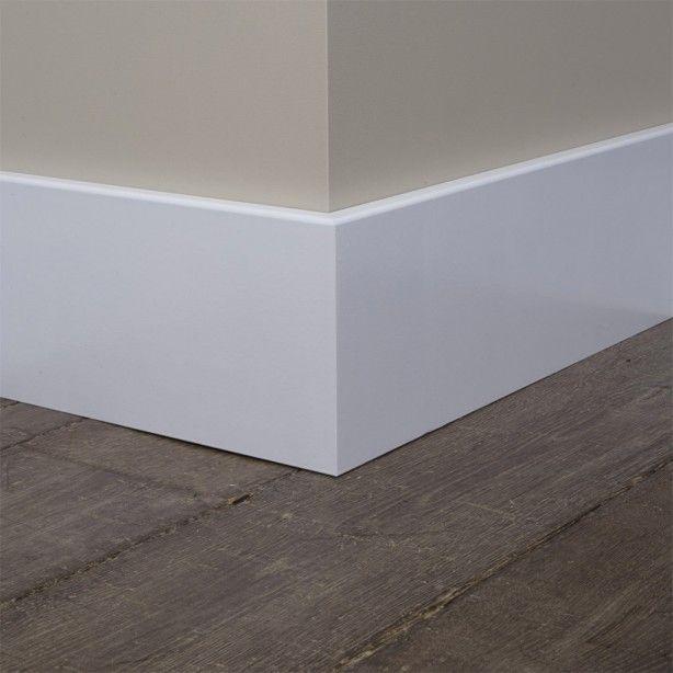 Mooie strakke hoge plint van hout wonen pinterest for Modern baseboard molding styles