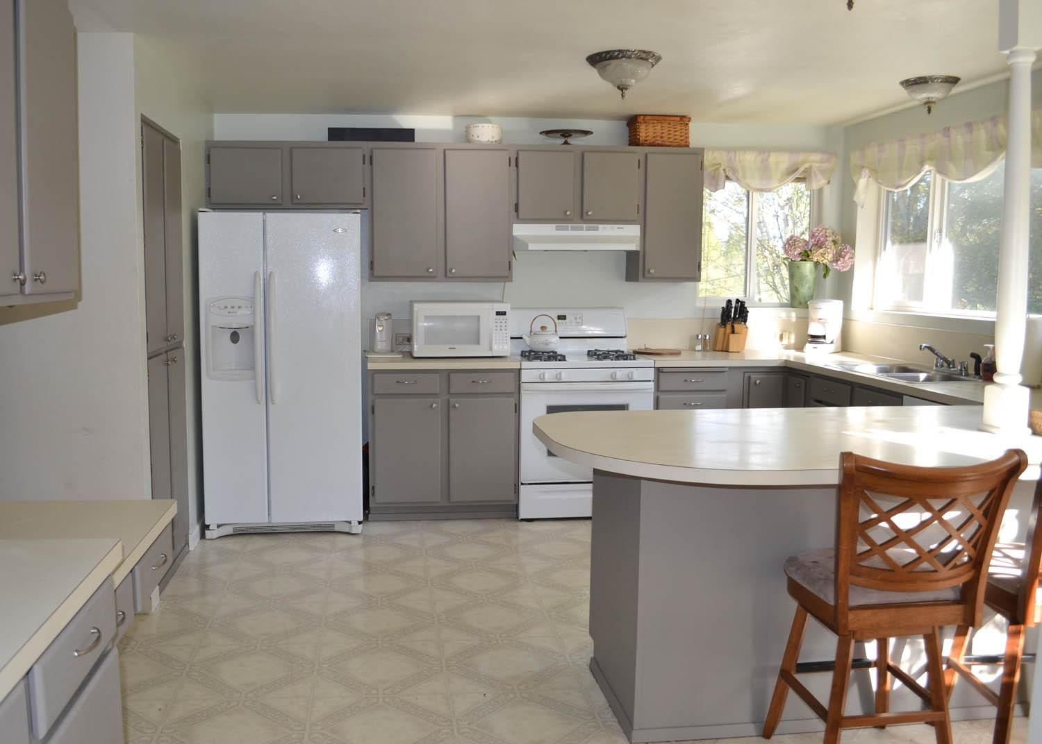 Use Grey Paint Kitchen Cabinets for Old Fashioned Kitchen ...