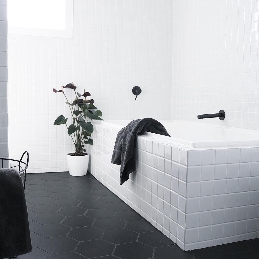 Badezimmer Matte Fliesen Stunning Monochrome Bathroom Design By Chelseawarburton
