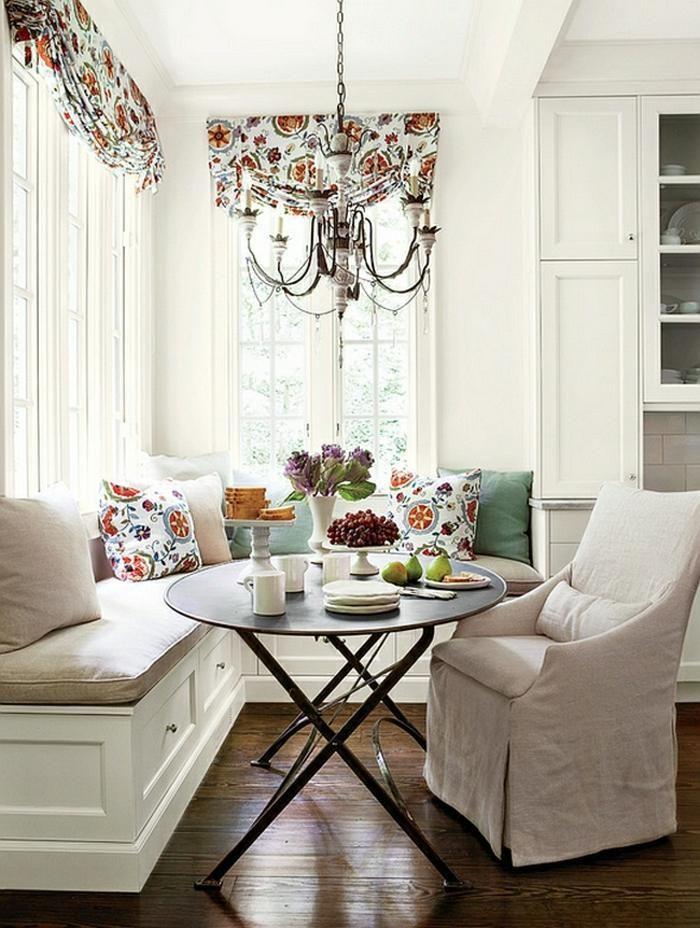 Vintage-Sitzecke mit Kronleuchter als Beleuchtung und Deko | Küche ...