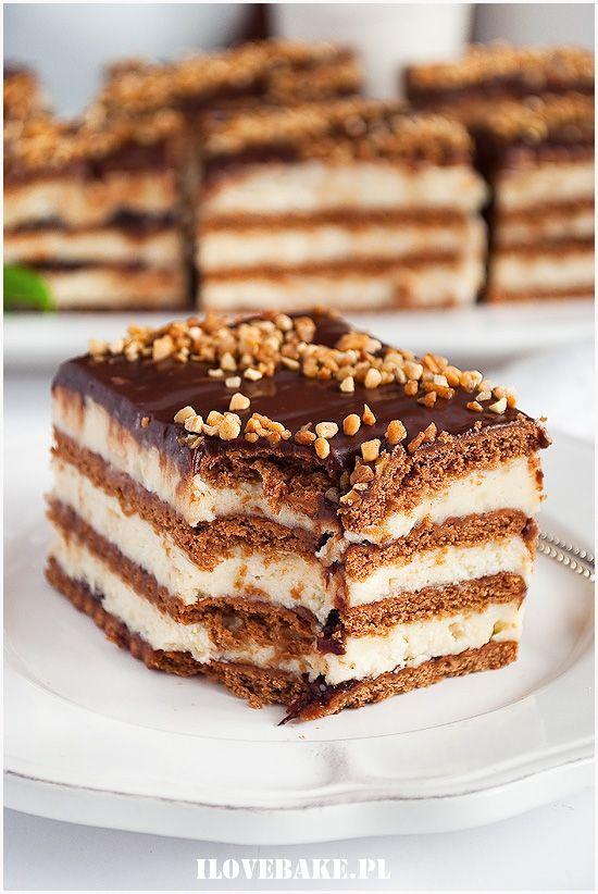 Ciasto chałwowe bez pieczenia is part of Food - Przepyszne ciasto chałwowe bez pieczenia na herbatnikach z kremem na bazie chałwy i powidłami śliwkowymi  Szybki deser, który idealnie pasuje w jesienny czas do kubka herbaty