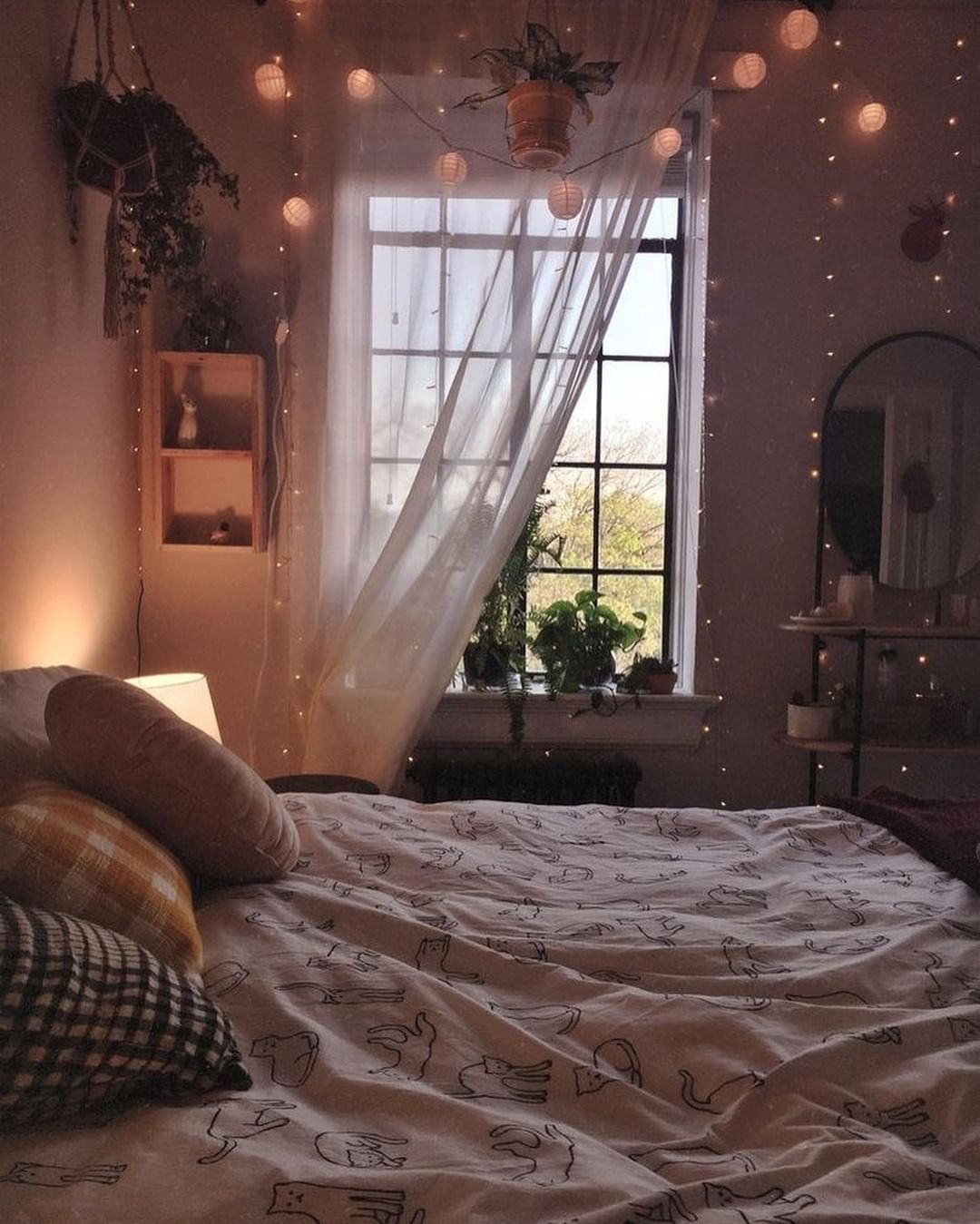 Get High Style In Home Decor On A Low Budget Room Inspiration Bedroom Bedroom Design Aesthetic Bedroom