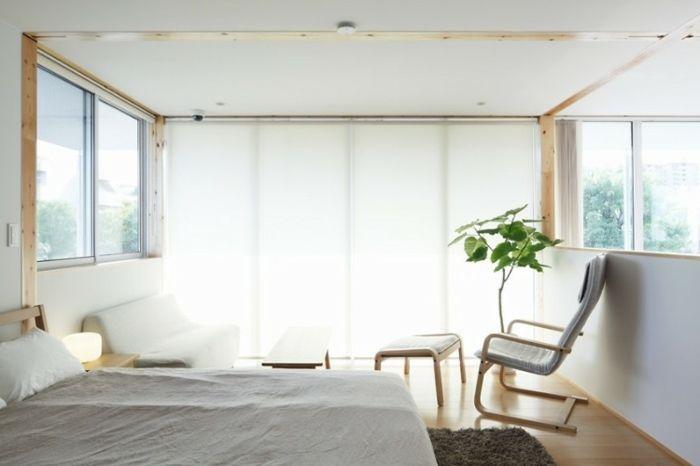 Schlafzimmer mit weißer Couch, Relax Stuhl mit weißer Hocker - stuhl für schlafzimmer