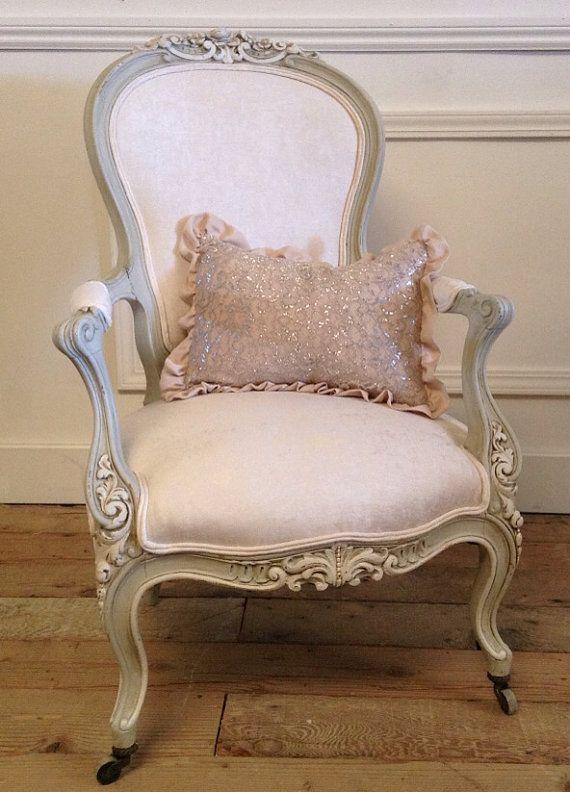 Antique Carved Roses Chair in Vintage Velvet - Antique Carved Roses Chair In Vintage Velvet Decor: French