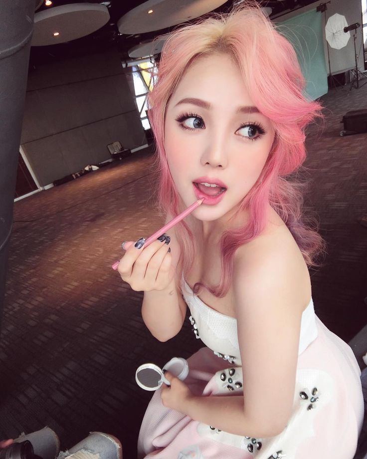 hair chalk � asian girls just cant get enough of pink