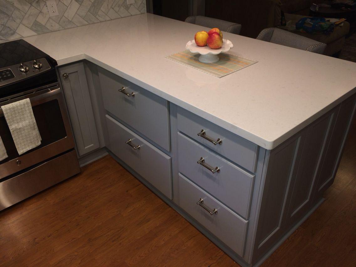 LG Hausys Viatera Snowstorm Quartz Countertop, And Kraftmaid Cabinets In  Pebble Grey.
