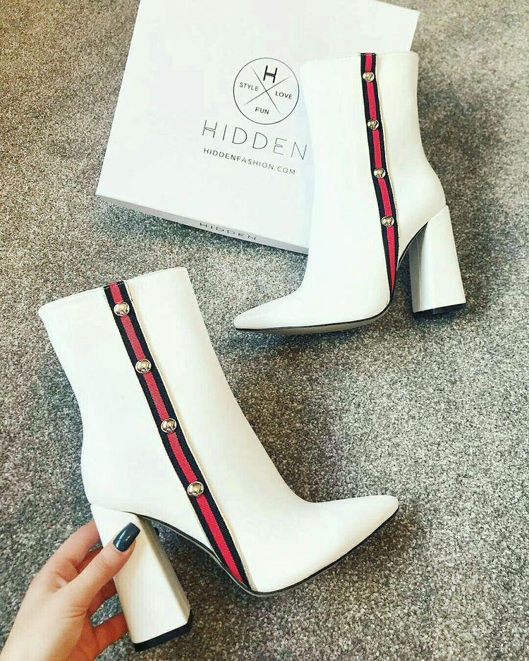 Schoenenkast Ook Voor Laarzen.Pin Van Aishabrouwers Op High Heals Pinterest Laarzen Kleding