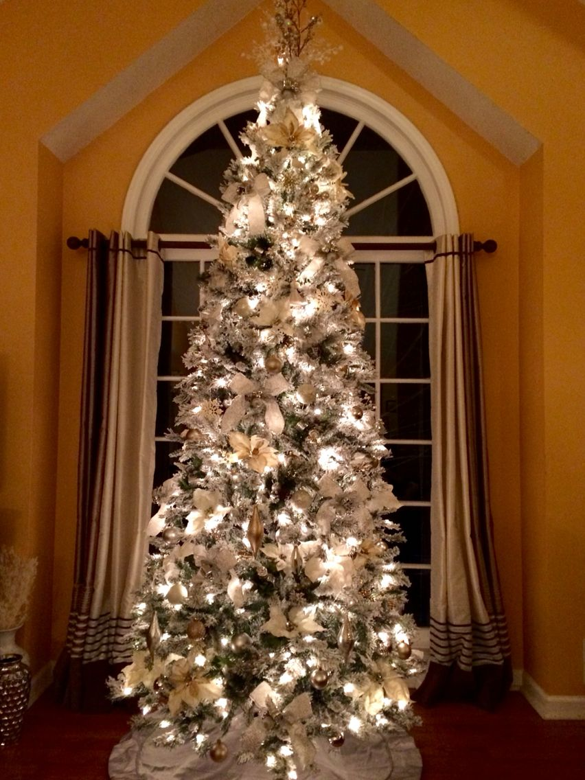 Christmas Tree With White Silver And Champagne Colors Christmas Crafty Christmas Tree Country Christmas