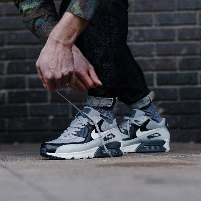 reputable site 4fe21 7e5ad Nike Air Max 90 Essential