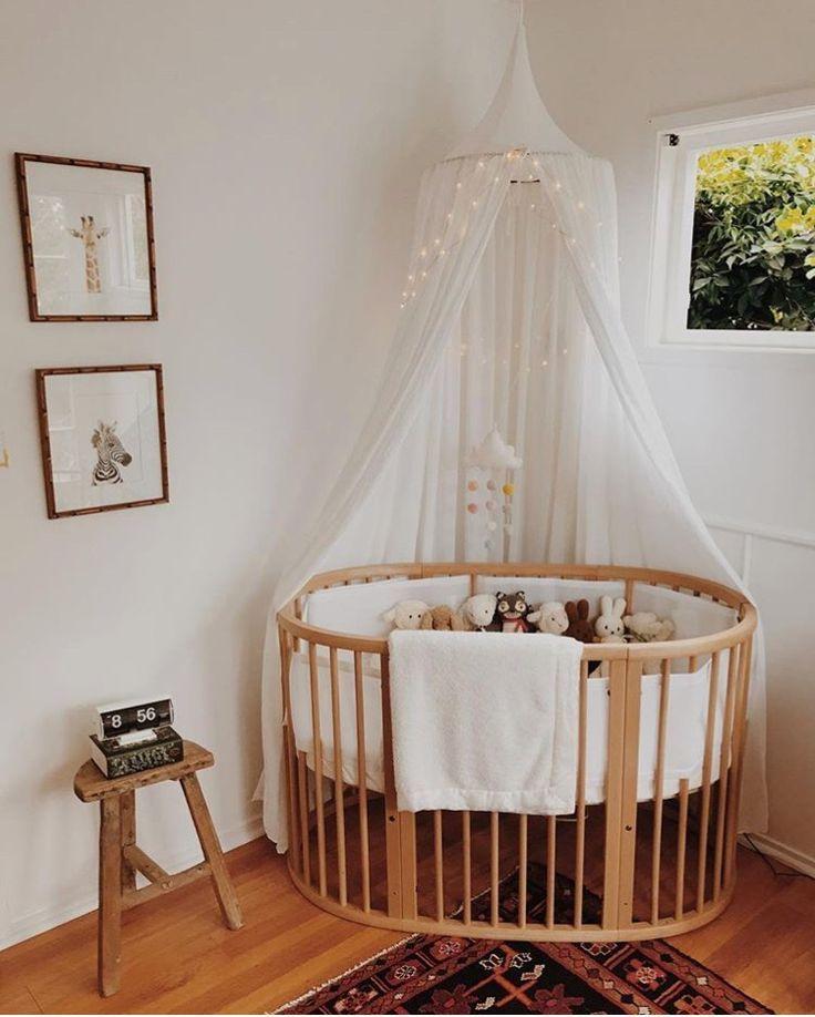 Nursery Decor. Love the crib! Kinderzimmer dekor, Kinder