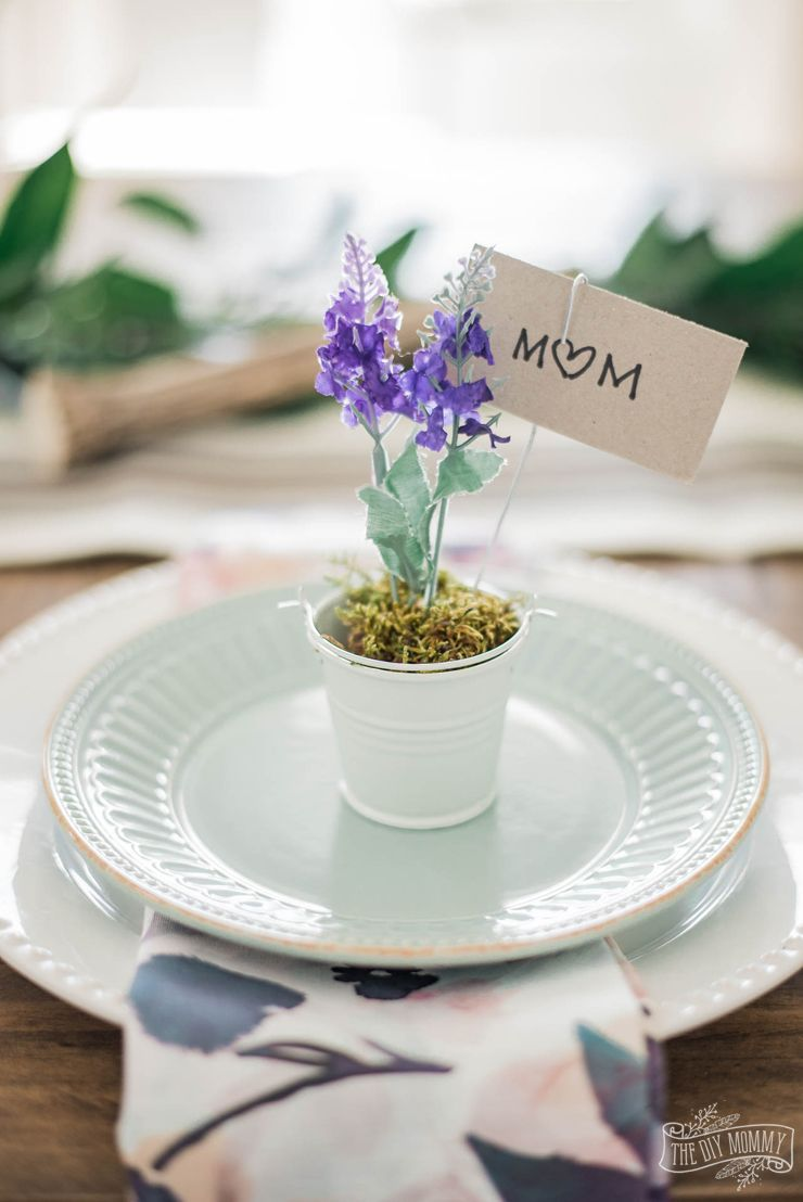 Dollar Store Lavender Place Card Holders For Spring The Diy Mommy Spring Decor Diy Place Card Holders Dollar Store Diy