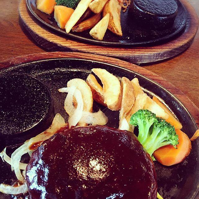 #instagood #instalike #instafood #instahappy #instapic #food #foodstagram #fooddiary #foodphoto #foodpic #meet #hamburg #love #lunch #ハンバーグ #パパと #ランチ #肉 #肉部 #肉祭り #美味い #外食  テニス後のランチ🍽 満足度100%╰(*´︶`*)╯♡