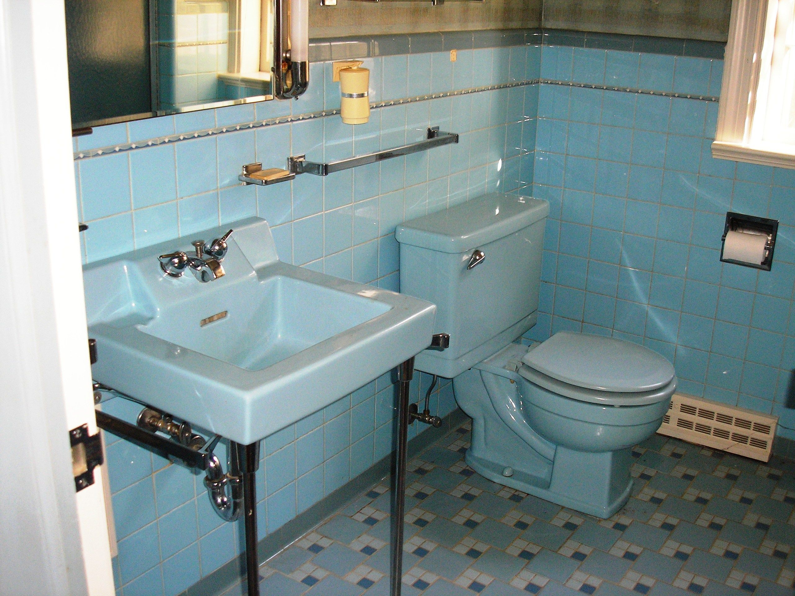 Replicating alice 39 s blue 50s bathroom tile floor 50s for Restroom tub
