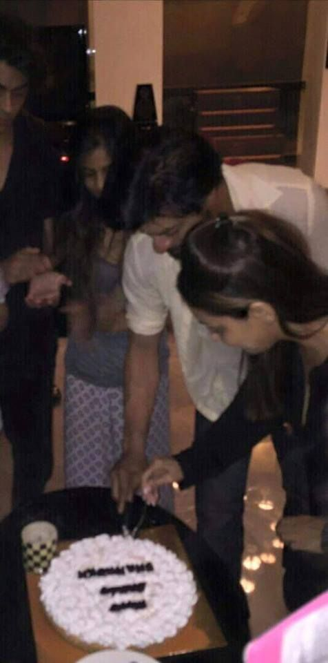 Shah Rukh Khan celebrated his 50th birthday by cutting a cake with