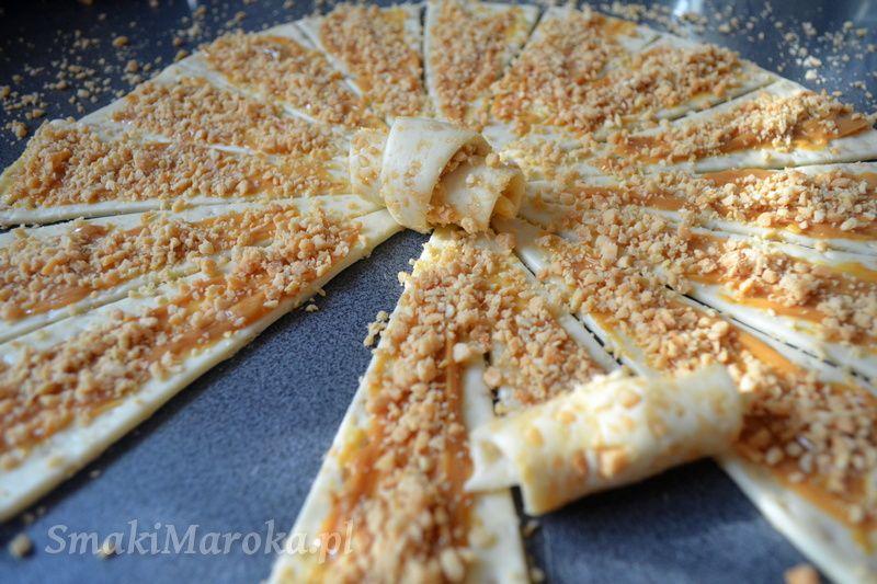 Rogaliki Z Kajmakiem I Solonymi Orzechami Smakimaroka Pl Yummy Food Food Cooking And Baking