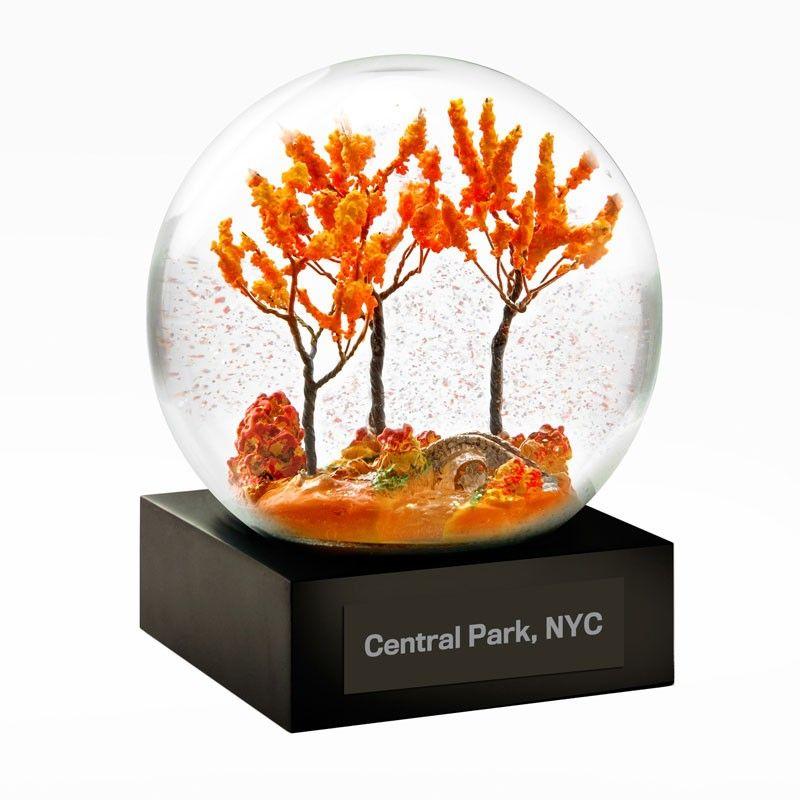 Cardinal in Central Park Snow Globe #herbstdekoeingangsbereichdraussen