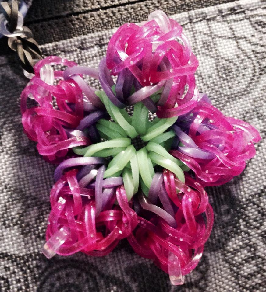 cathy lavallee landers hibiscus bracelet for rainbow loom