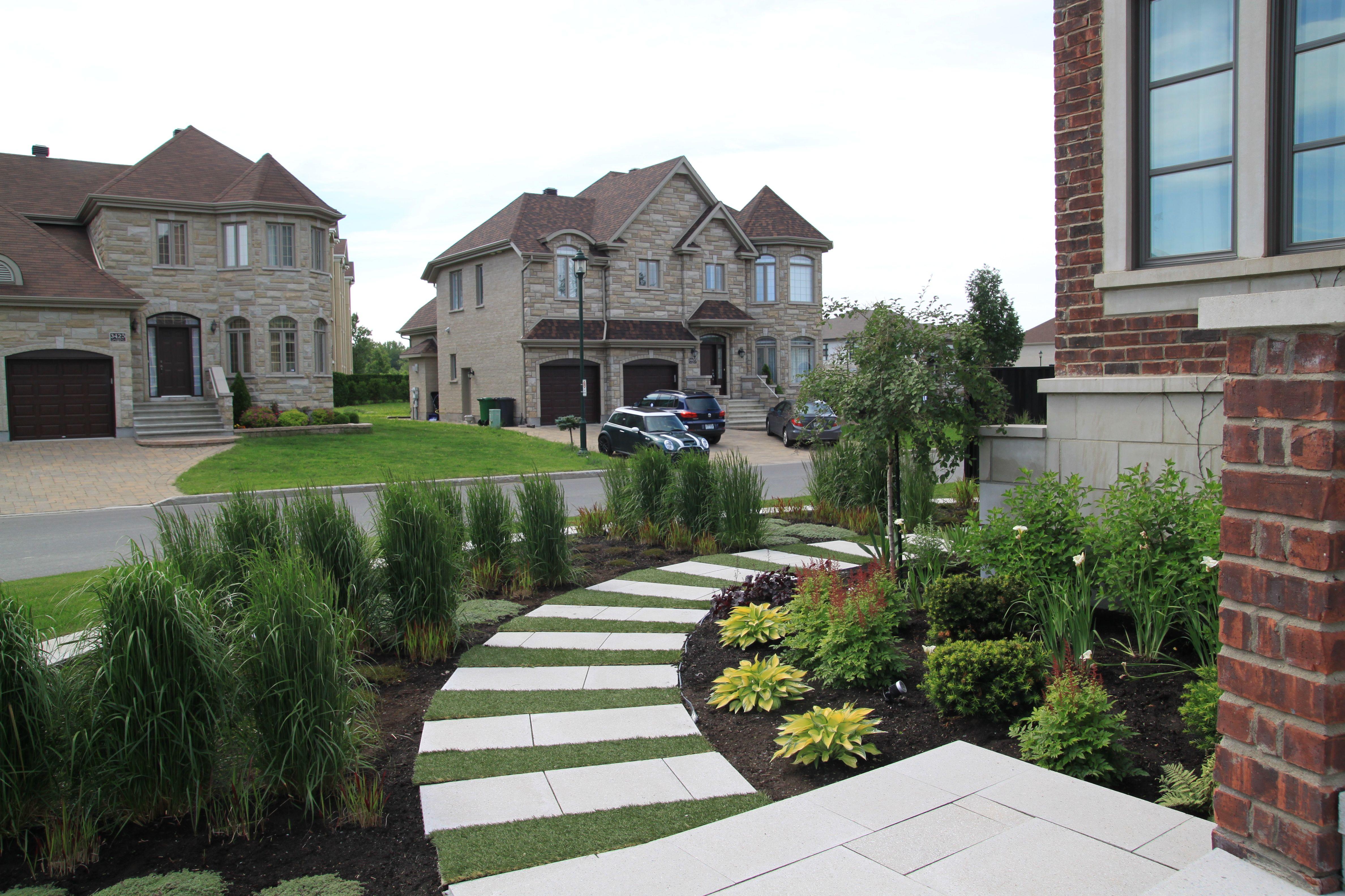 am nagement d 39 une fa ade de maison espace de plantation avec vivaces gramin es et arbustes. Black Bedroom Furniture Sets. Home Design Ideas