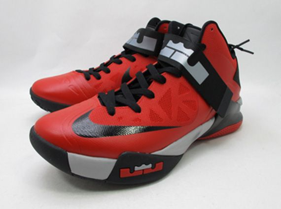 Leia Preescolar barbilla  Nike Zoom LeBron Soldier 6 - Red - Black | Available on eBay -  SneakerNews.com | Nike boots, Nike, Joggers shoes