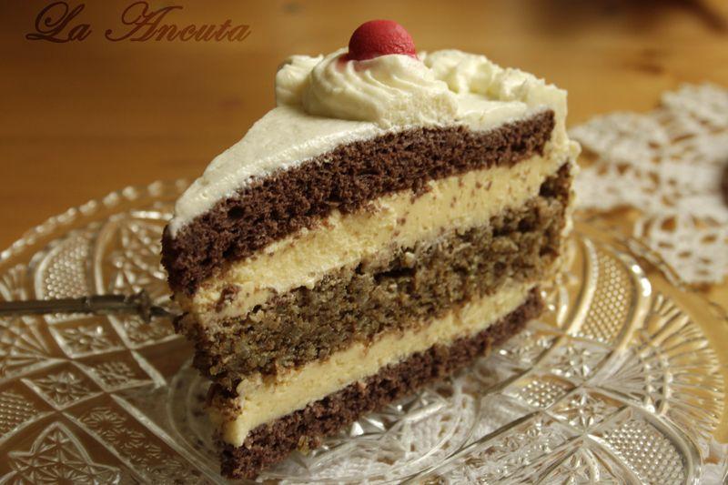 Tort cu bezea si crema de vanilie