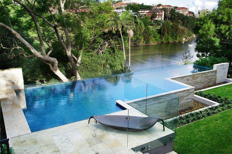 20 piscinas com borda infinita para voc se inspirar for Piscinas semienterradas