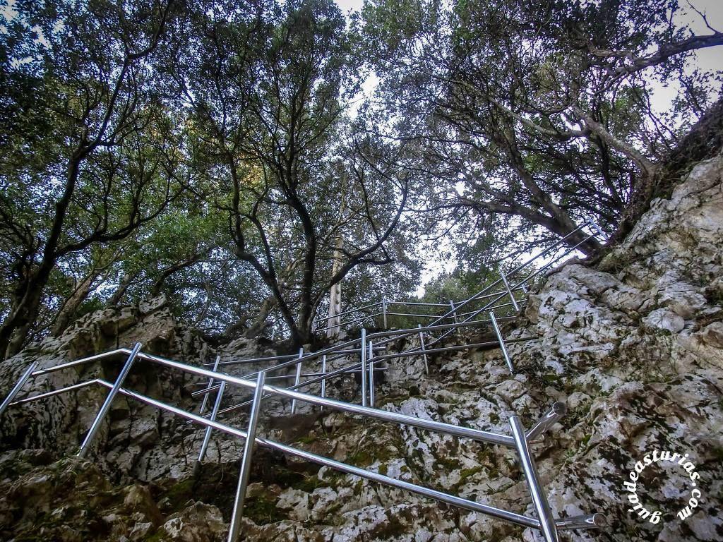Tal vez sea este enclave uno de los lugares más mágicos y evocadores de la costa asturiana http://blgs.co/V2jEo8