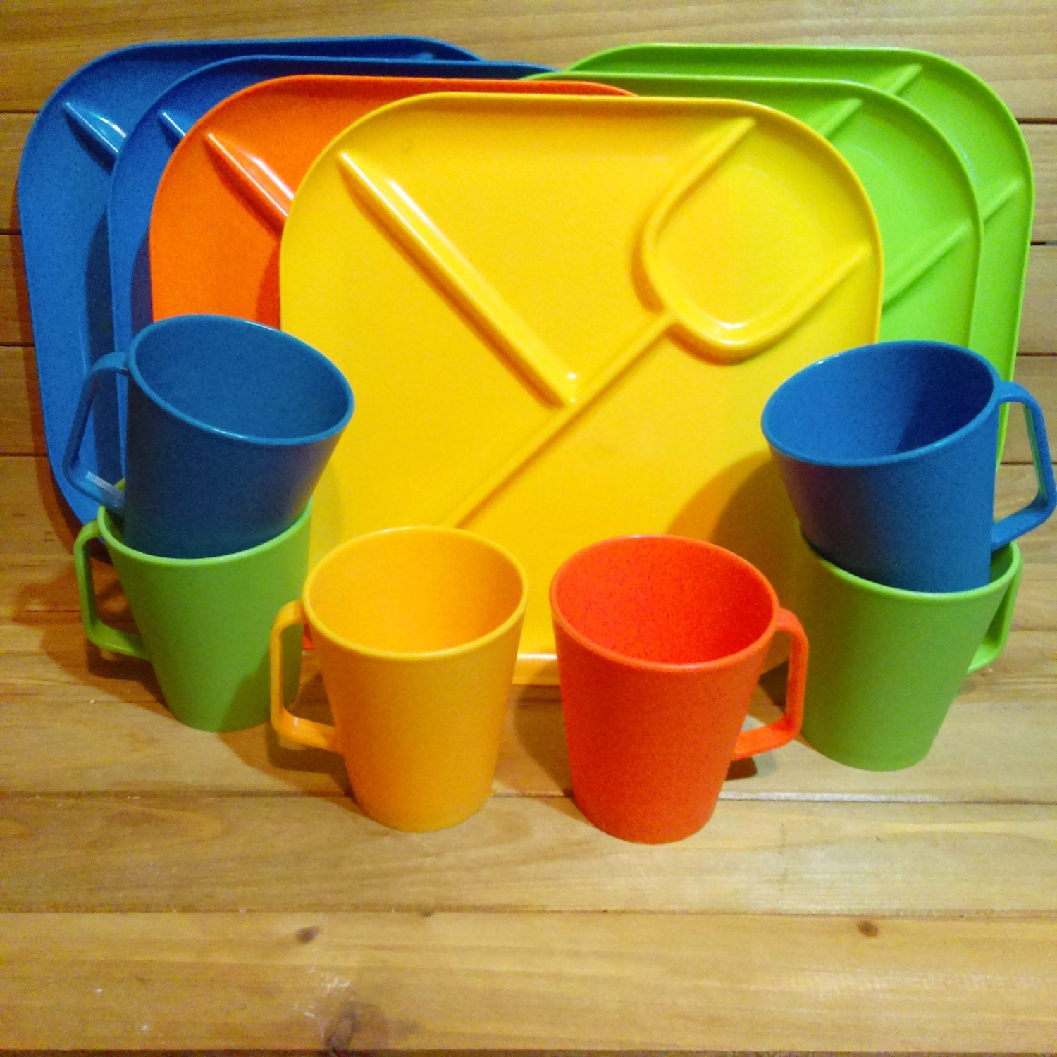 Vintage Children\u0027s Picnic Set Plastic Cups and Plates Divided Plastic Food Trays C&ing & Vintage Children\u0027s Picnic Set Plastic Cups and Plates Divided ...
