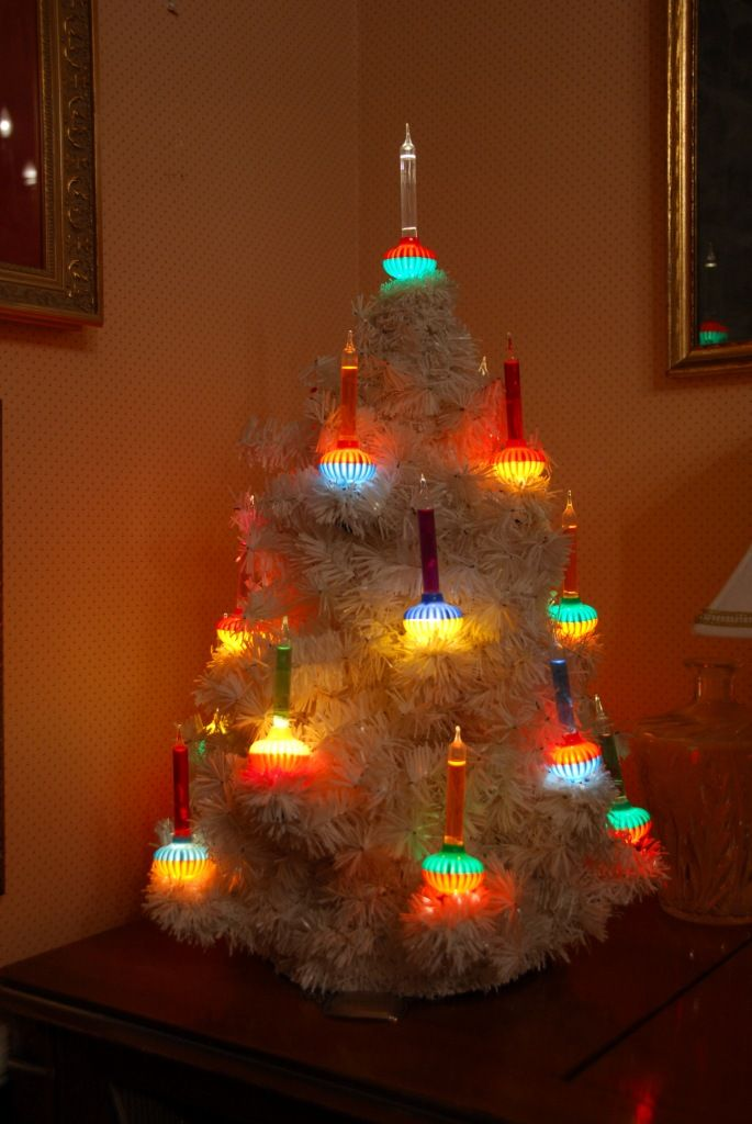 my mother worked for noma lights in kansas city and we had a real bubblight tree - Old Fashioned Christmas Tree Lights