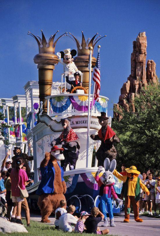 Anciennes Parades des Resorts Américains 25563b7cb9819ae4f06447aa1e045c03