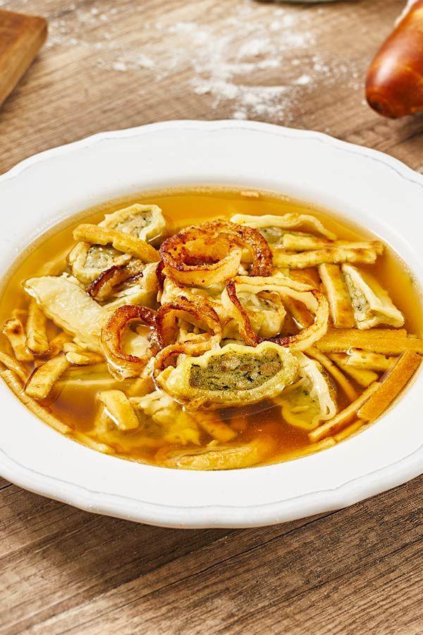 maultaschen flädlesuppe mit gerösteten zwiebeln rezept