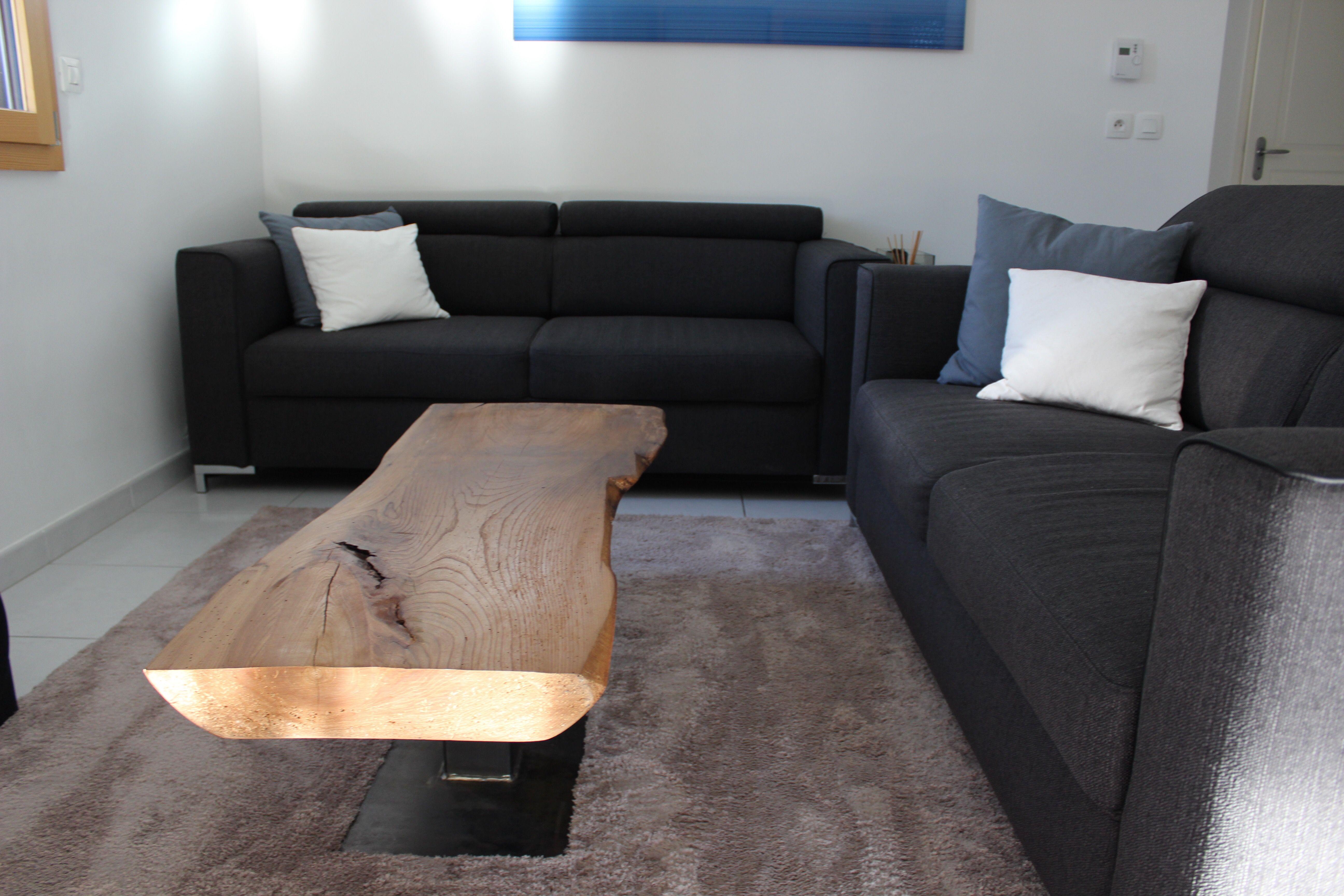 Table basse en orme massif sur un pied sen acier brut sur mesure pièce réalisée par lentreprise essence bois