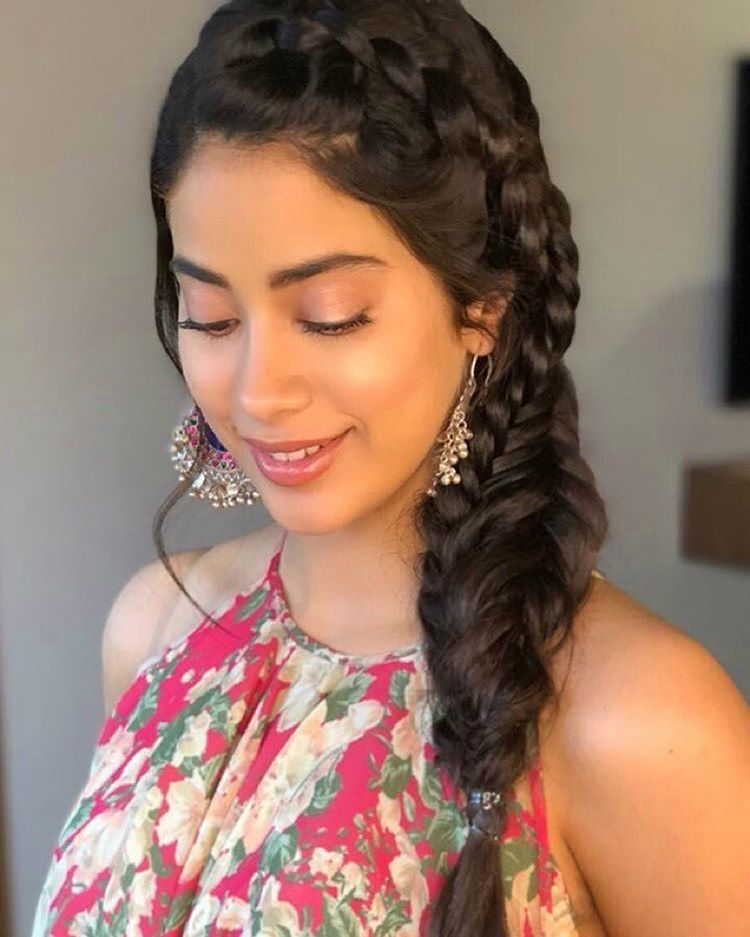 Instagram 上的 Janhvi Kapoor / Khushi Kapoor:「 Janhvi is ready for #Dhadak  promotions today 😍💘 」 | Engagement hairstyles, Hair styles, Indian  hairstyles