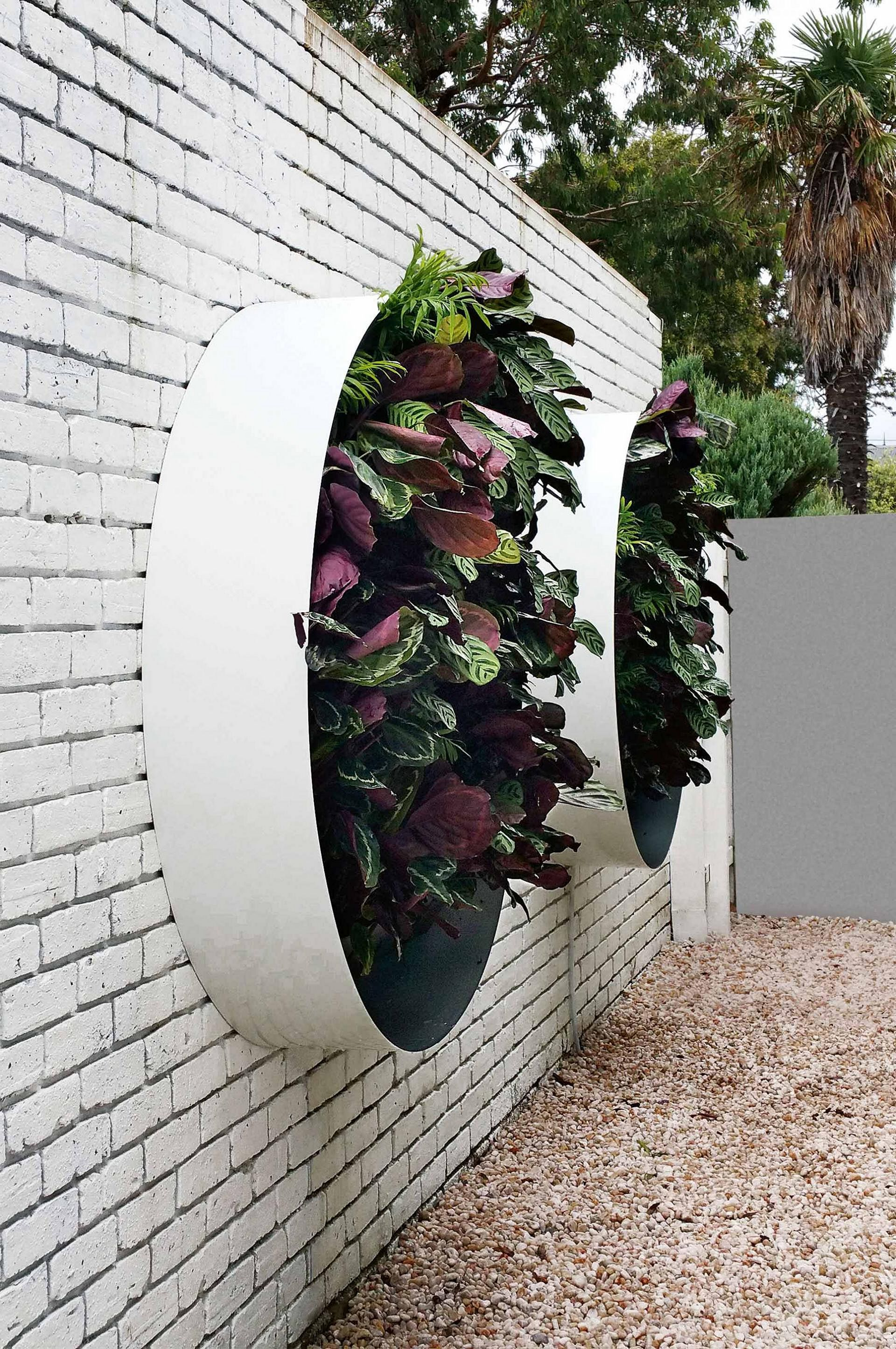 Marvelous 50 Best Cheap and Easy DIY Wall Gardens Outdoor Inspirations http://goodsgn.com/gardens/50-best-cheap-and-easy-diy-wall-gardens-outdoor-inspirations/