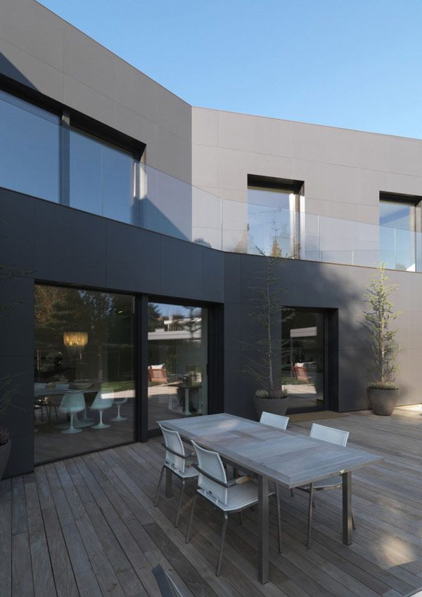 Two Buildings in a Single Compact Volume: Private House in Sassuolo, Italy